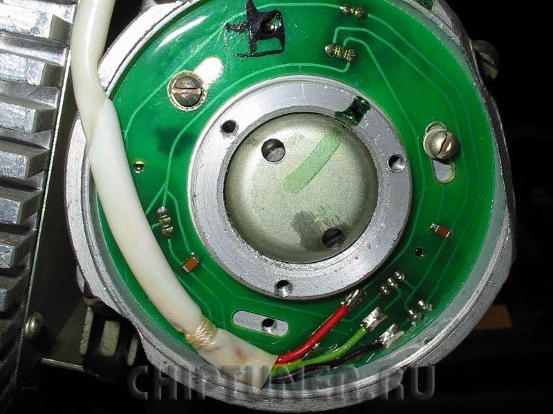 Бесколлекторный электродвигатель положения ротора
